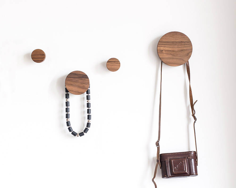 Les crochets en bois pratiques se présentent en cercles