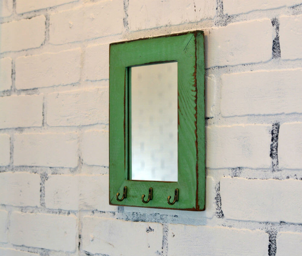 Miroir et porte-clés en cèdre récupéré
