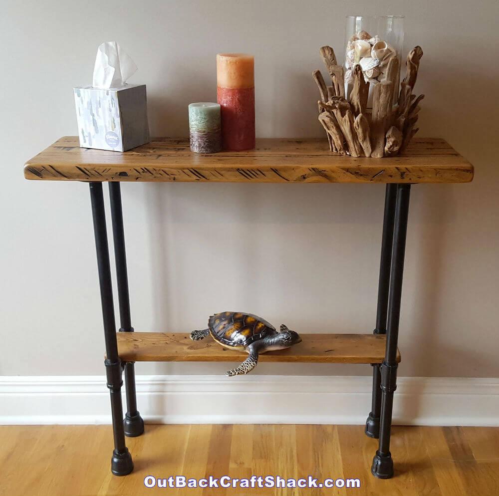 Table d'entrée en bois vieilli et tuyau noir