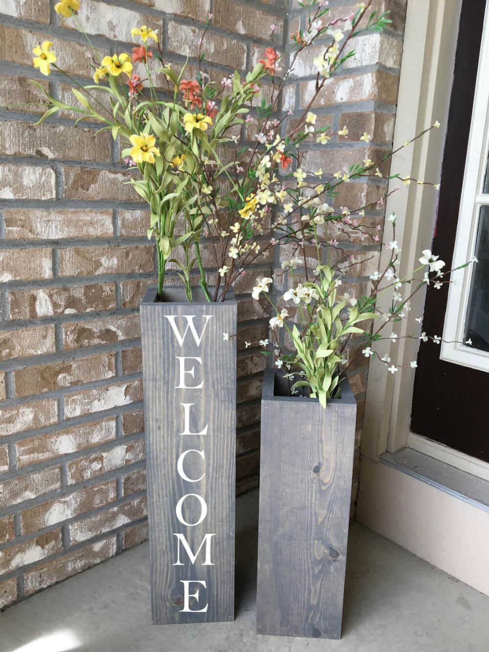 Décorez votre porche avec des vases en bois