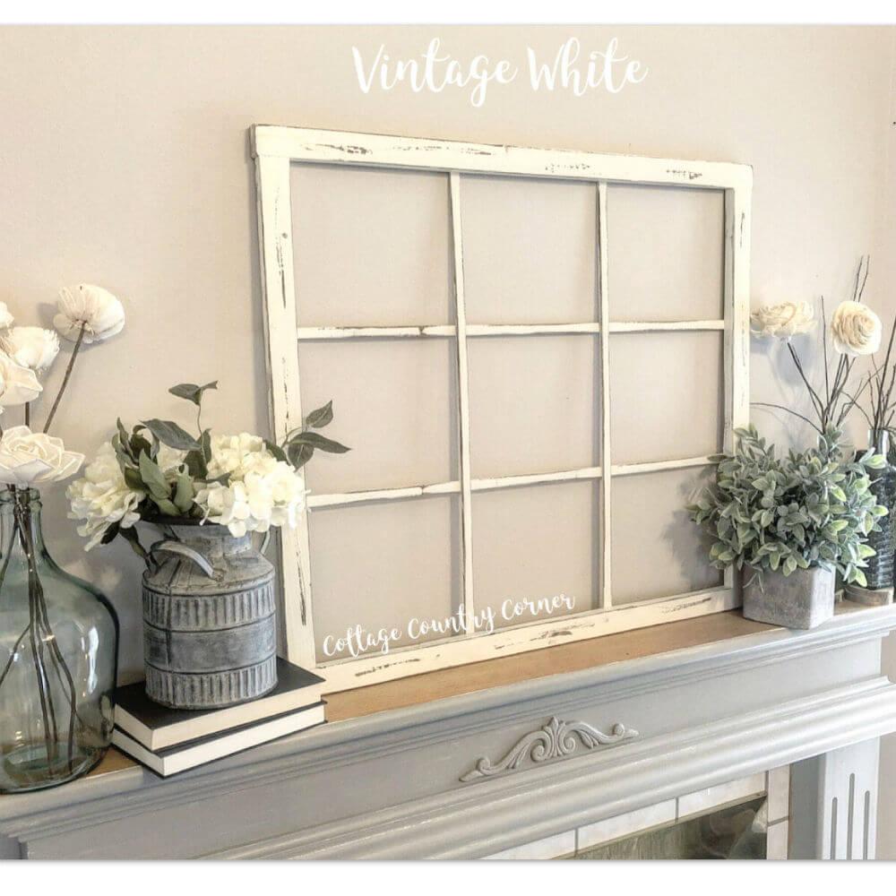 Cadre de fenêtre blanc vintage