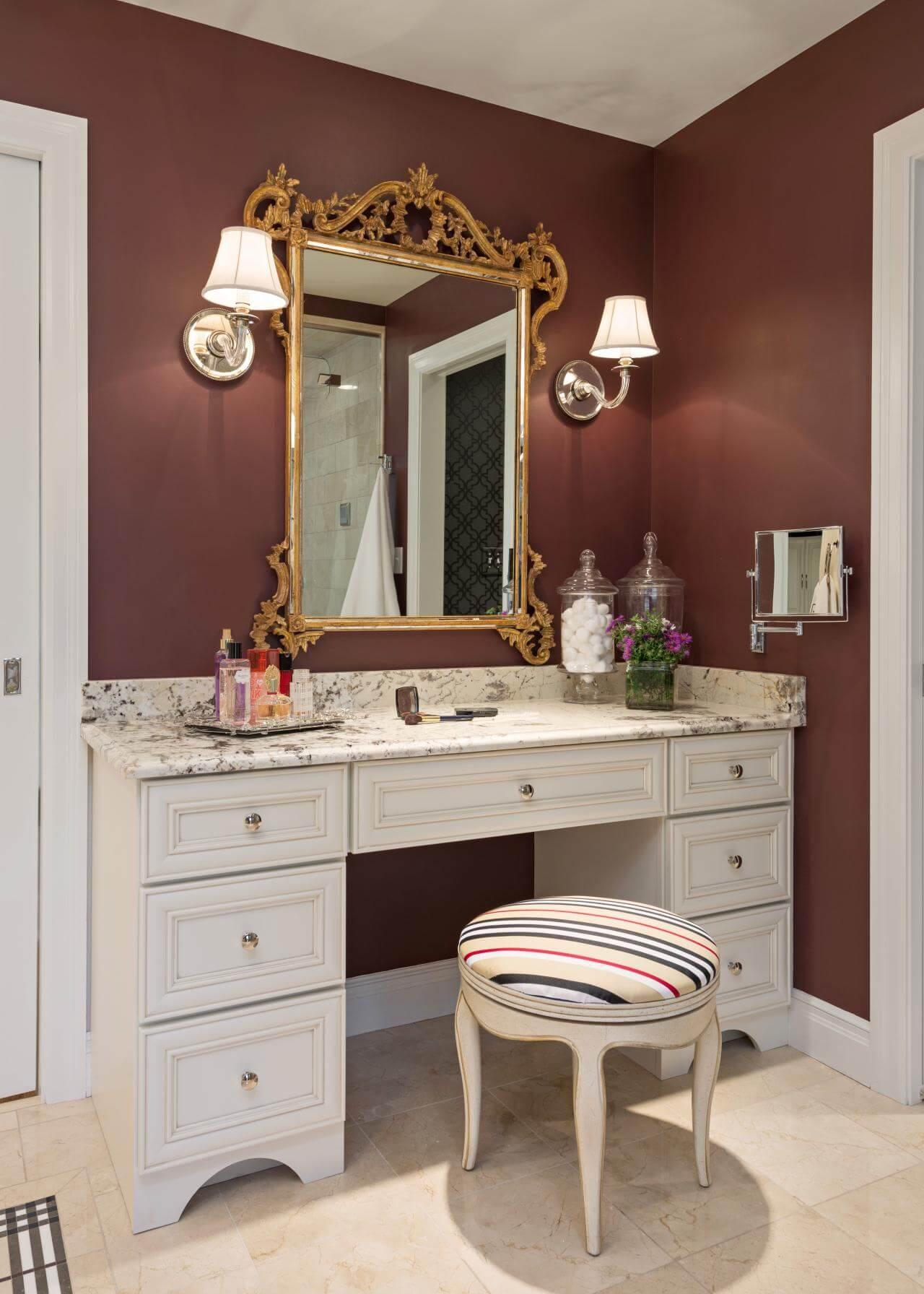Meuble-lavabo en marbre avec miroir de style baroque