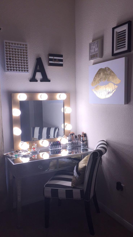 Vanité noire et or avec miroir éclairé