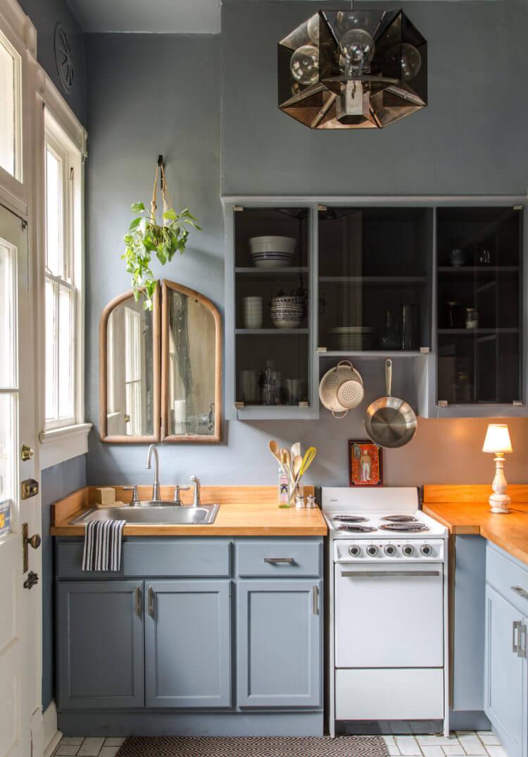 Ajout de miroirs pour agrandir la cuisine
