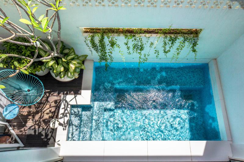 Architecture contemporaine dans la piscine de Singapour