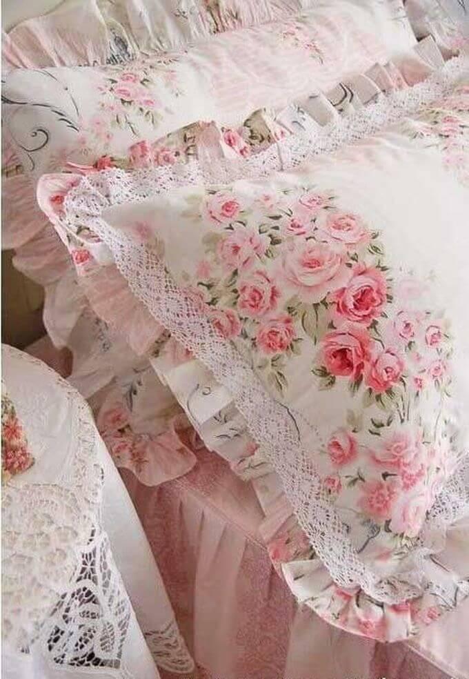 Couvre-oreillers à volants à imprimé rose avec dentelle