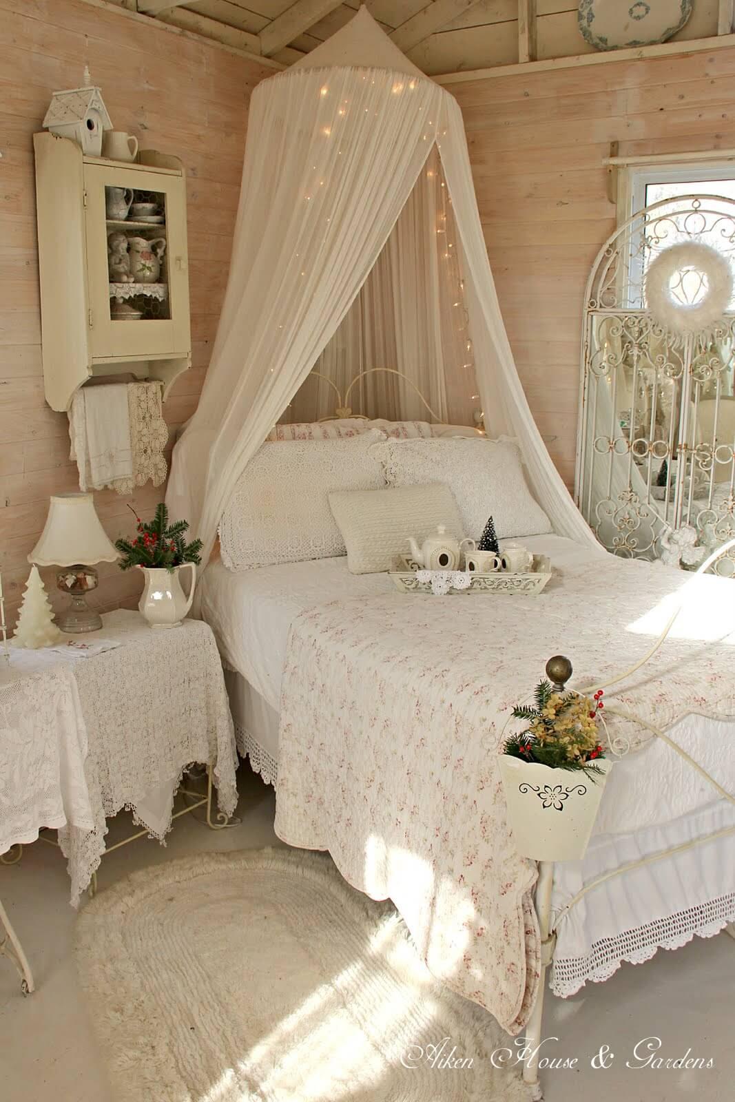 Auvent de lit moustiquaire avec guirlandes lumineuses