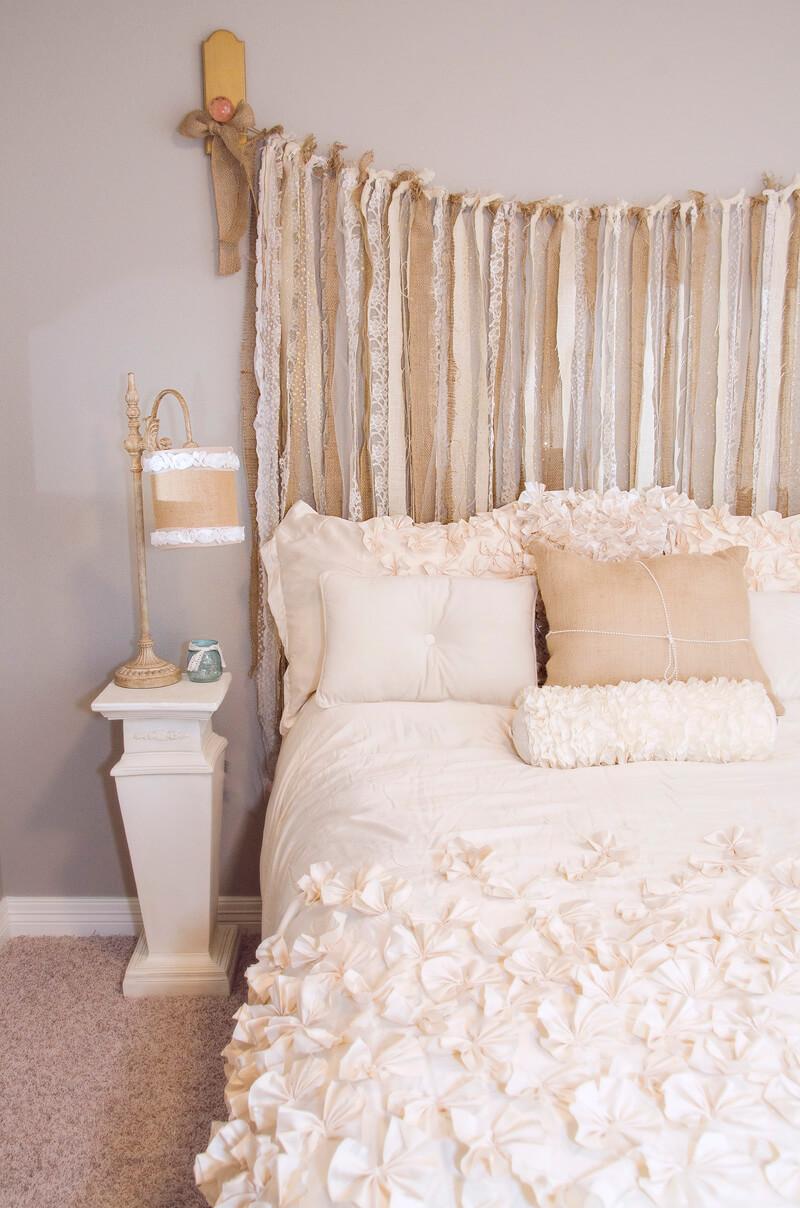 Décor de chambre à coucher Shabby Chic en toile de jute et dentelle