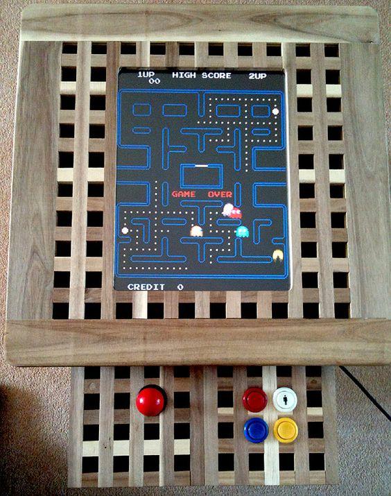 une Ikea Hol Arcade Machine est une idée amusante et mignonne d'utiliser une table IKEA Hol