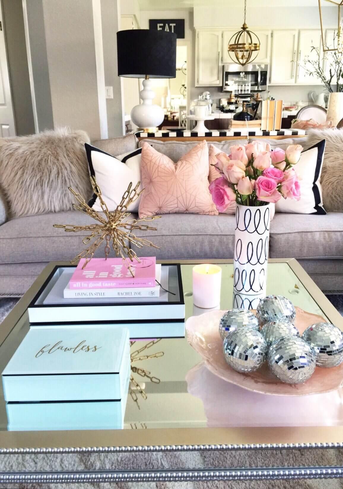 Table miroir glamour avec art d'accent métallique