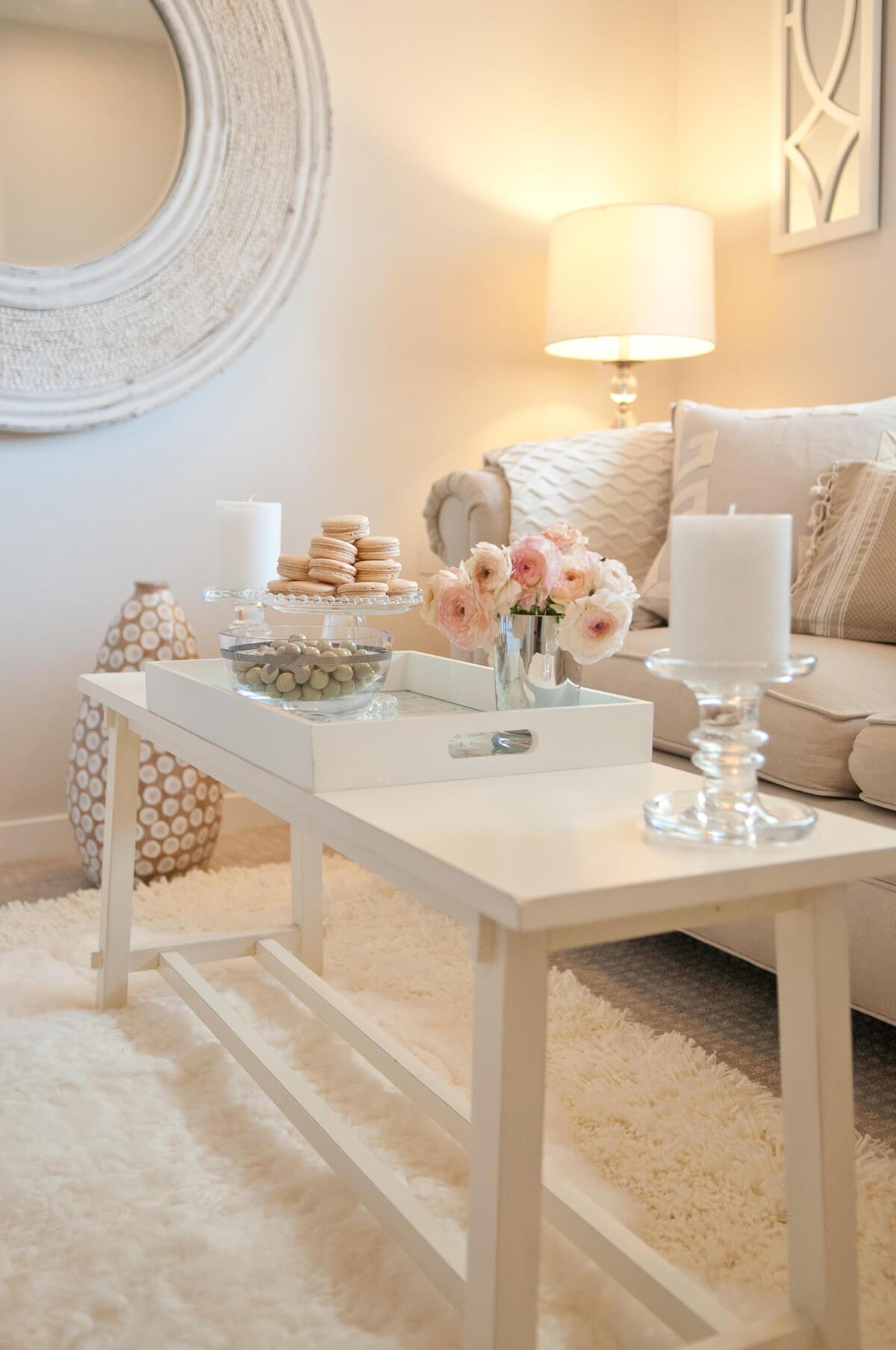 Plateau Décoratif Cottage-Chic Champagne Rose et Blanc