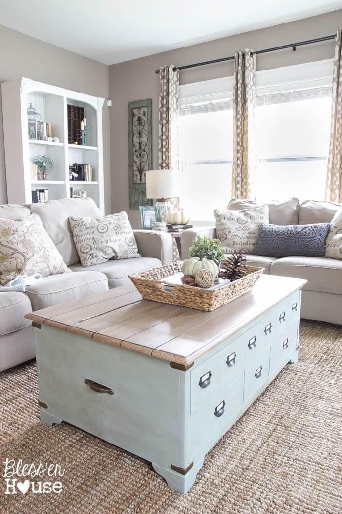Table de rangement ultra fonctionnelle avec éléments naturels décoratifs