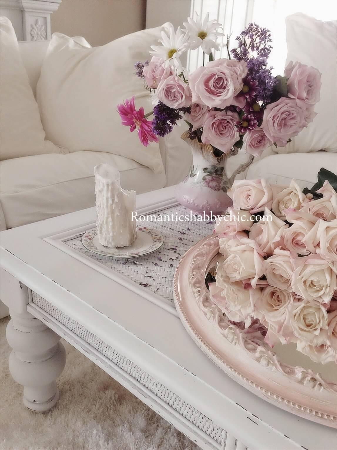 Table en dentelle ornée de bouquets country shabby chic
