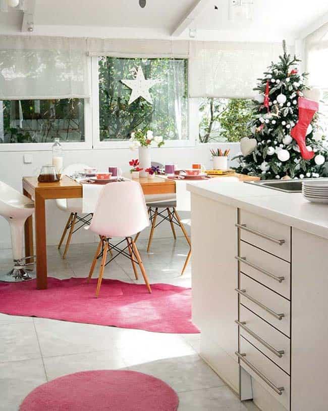 Maison de Noël magnifiquement décorée-07-1 Kindesign