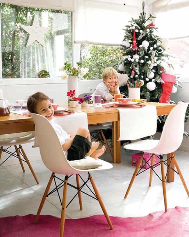 Maison de Noël magnifiquement décorée-09-1 Kindesign