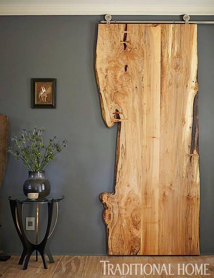 Porte coulissante en bois de rebut brut