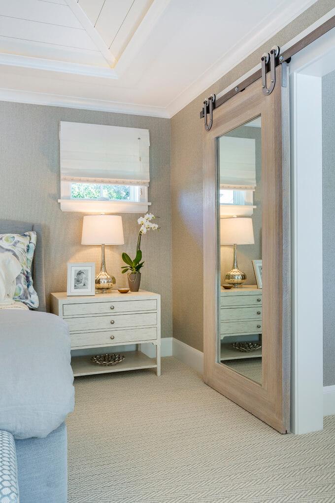 Porte miroir coulissante pour hôtel de charme