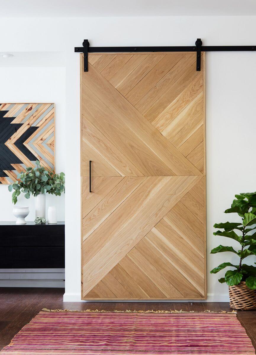 Porte en bois géométrique de symétrie sud-ouest