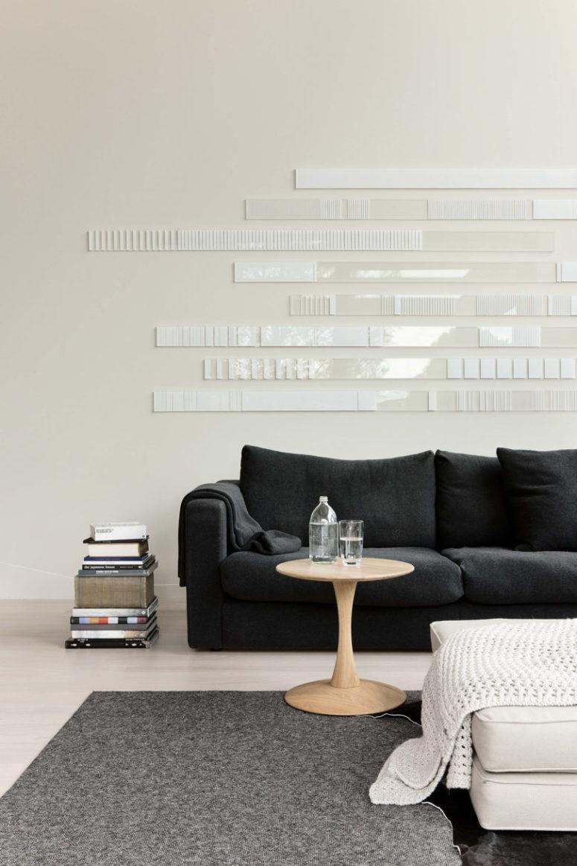 Je suis totalement amoureux de cet incroyable art mural minimaliste blanc créé pour accentuer cette pièce