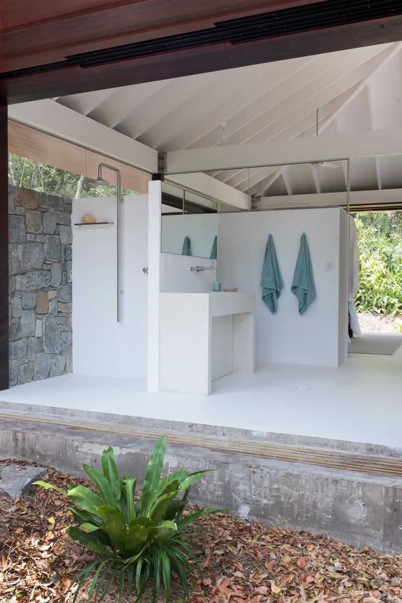 salle de bain plage tropicale ouverte