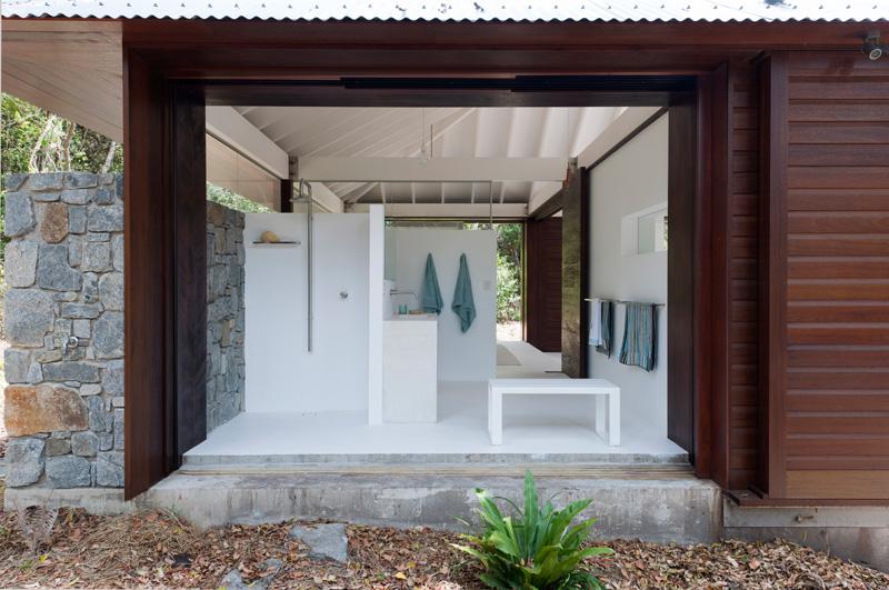 salle de bain maison de plage tropicale