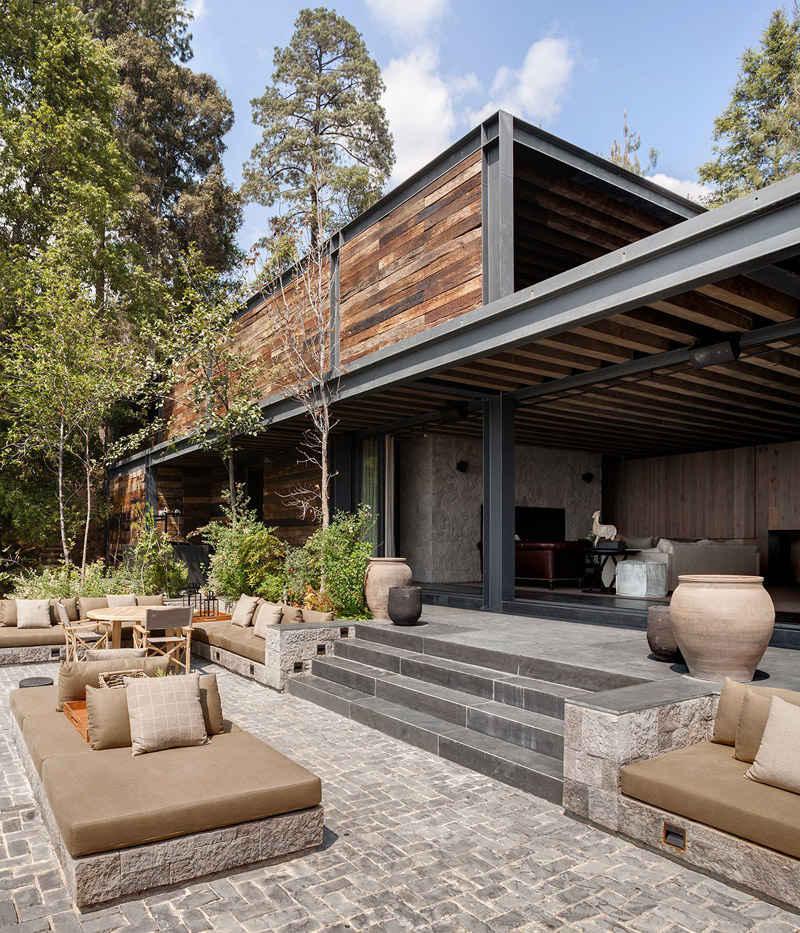 Fer et bois sur les façades des bastides modernes