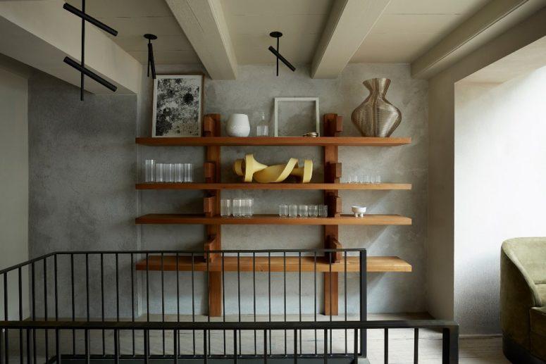 La maison regorge d'art et d'objets accrocheurs