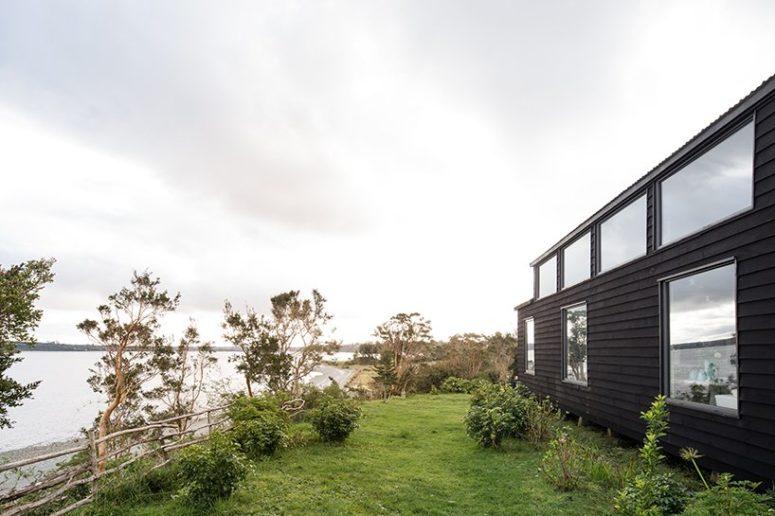 L'une des façades fait face au bord de mer, ce qui est adorable et permet des vues fraîches