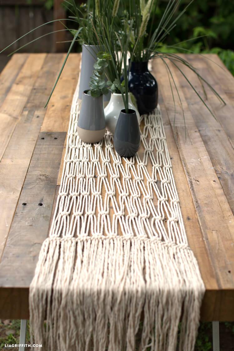 Superbe décoration de chemin de table en macramé