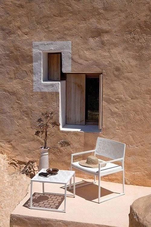 Petites fenêtres dans l'architecture méditerranéenne
