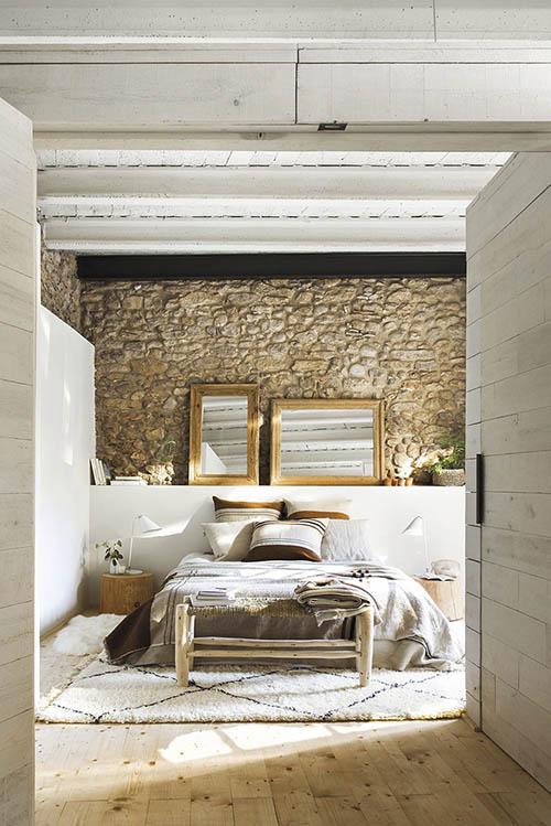 chambre avec mur en pierre