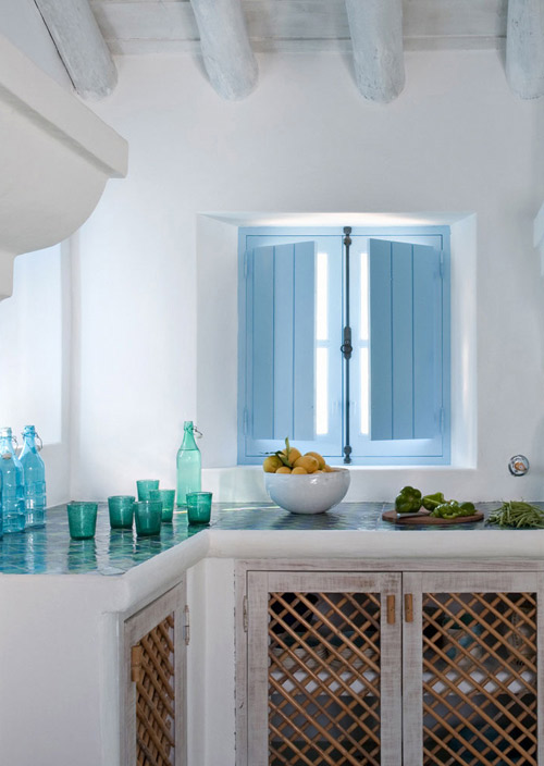 Bleu et blanc dans la cuisine