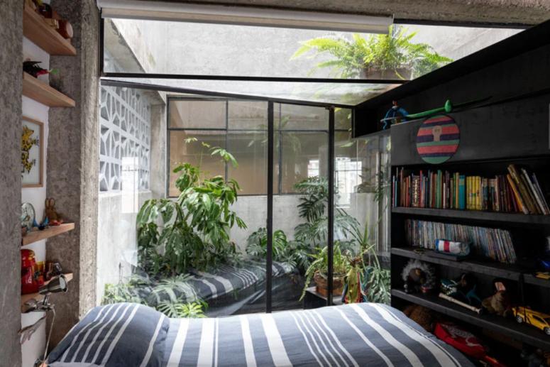 Les designers ont exercé leur créativité pour adapter les meubles aux espaces et fournir suffisamment de rangement