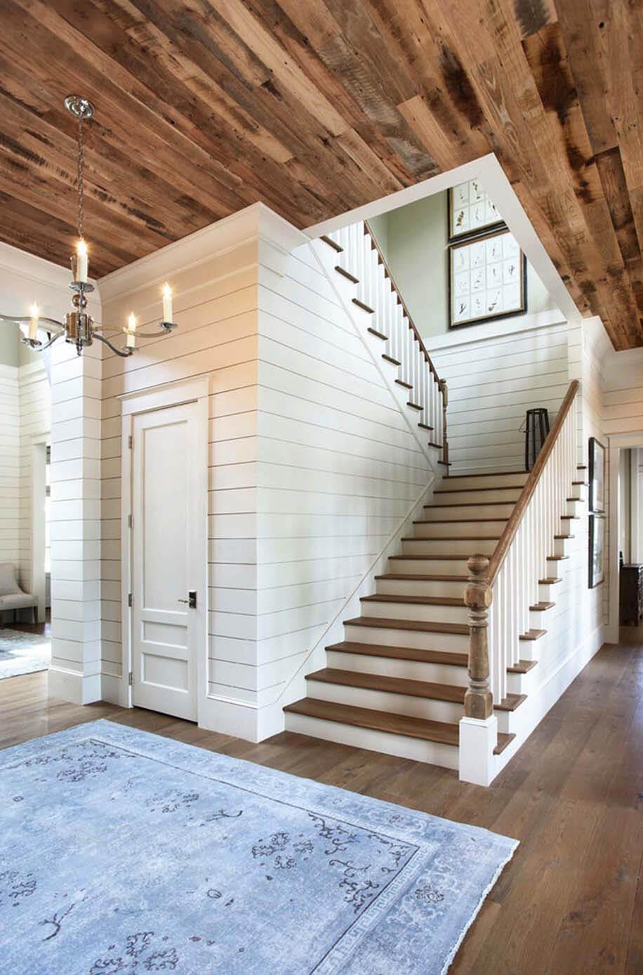 Mur en bois blanc brillant de style cottage