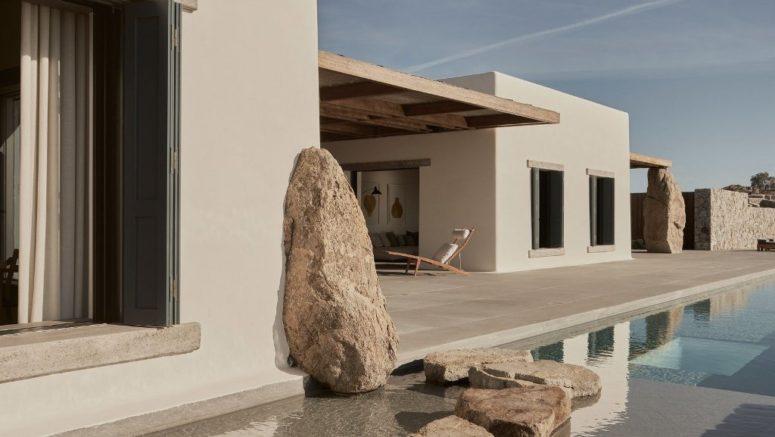 De vraies roches sont incorporées dans la conception de la maison