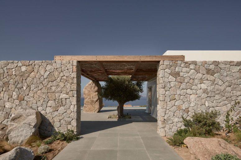 La beauté du design intérieur-extérieur est très laconique et très accrocheuse