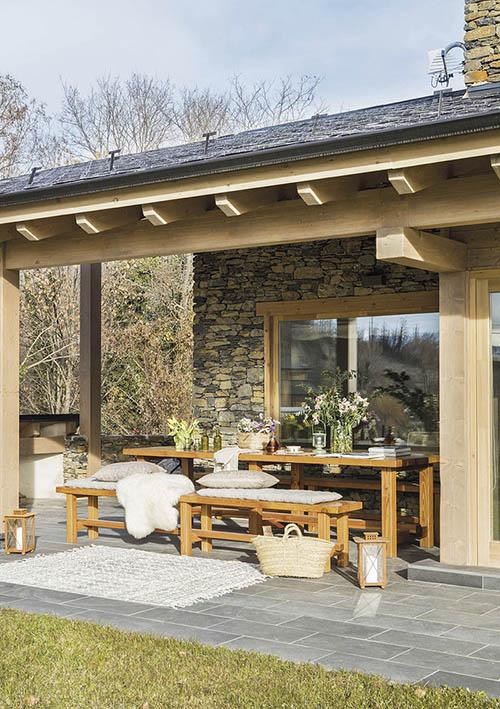 extérieurs de maison en pierre et en bois