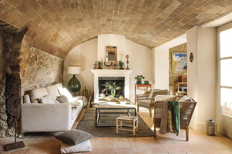 intérieur d'une maison en pierre