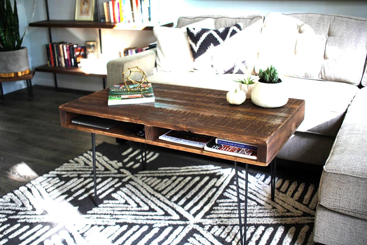 Table basse fonctionnelle tournée en palette rustique