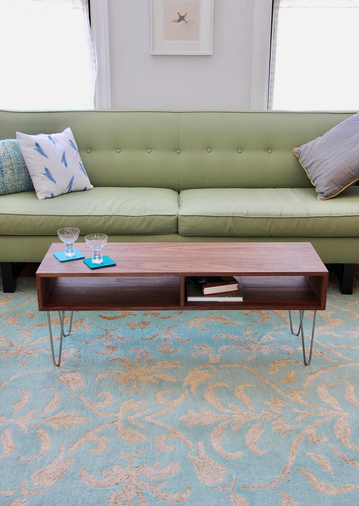 Table en bois 100% noyer style années 50
