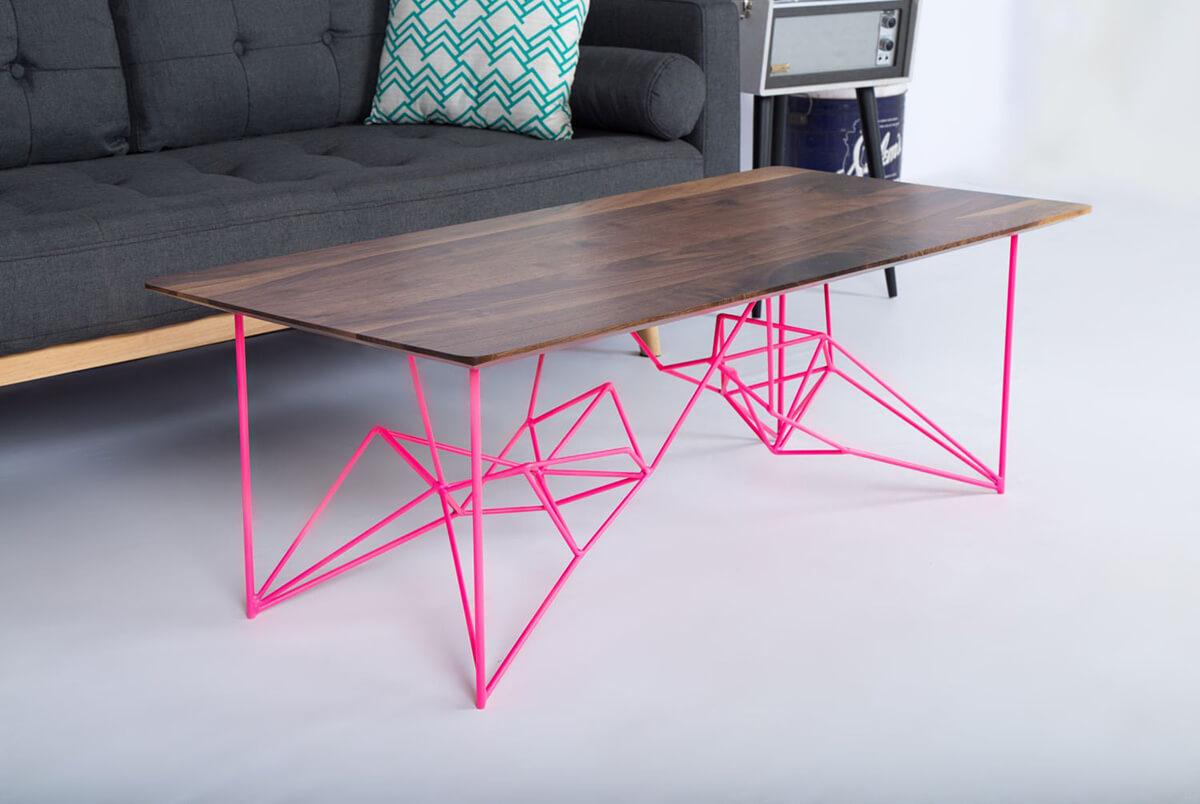 Table industrielle avec des jambes géométriques élégantes