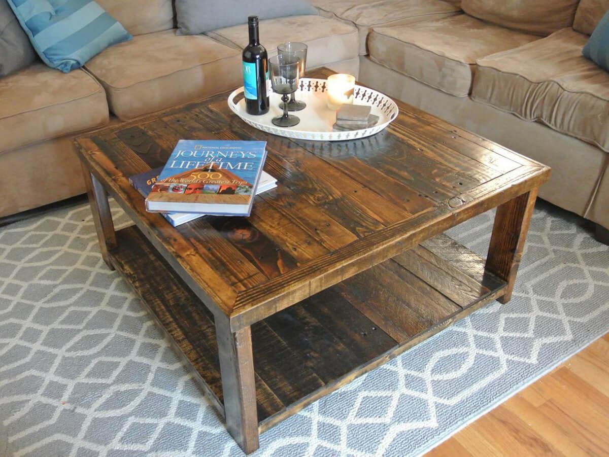 Table en bois de palette récupérée complètement unique