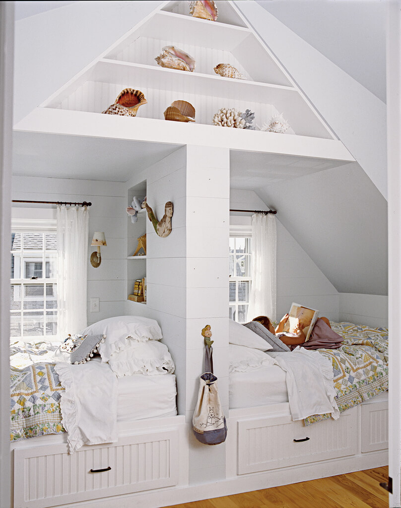 Loft à deux lits avec touches de coquillage