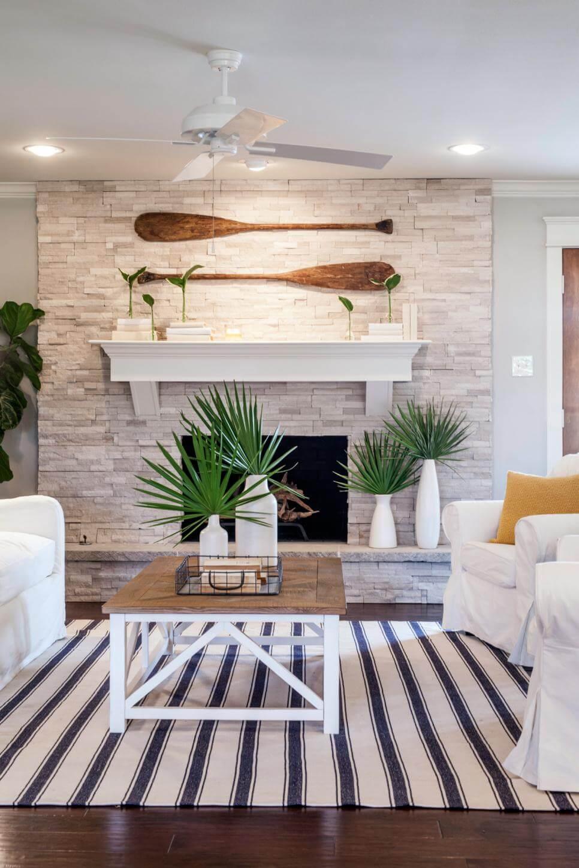Palmiers devant une cheminée confortable