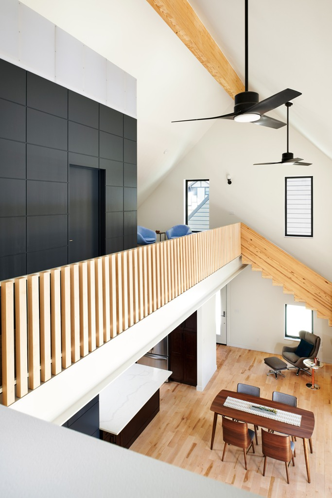 Le deuxième étage dispose également d'un coin salon et de quelques espaces privés