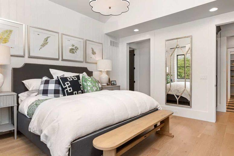 La chambre principale est très accueillante et confortable, avec des œuvres d'art cool et un lit rembourré