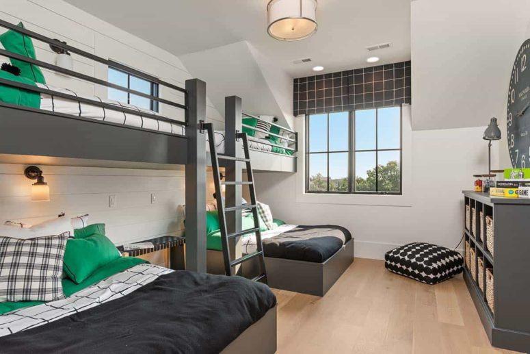 La chambre d'amis est petite mais dispose de lits superposés
