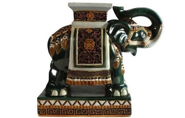 Éléphant en céramique