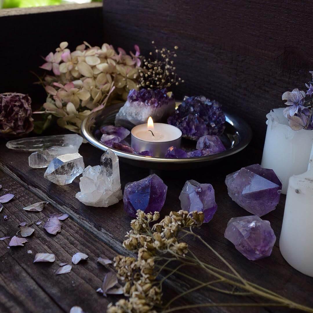 Photophore, fleurs séchées et quartz