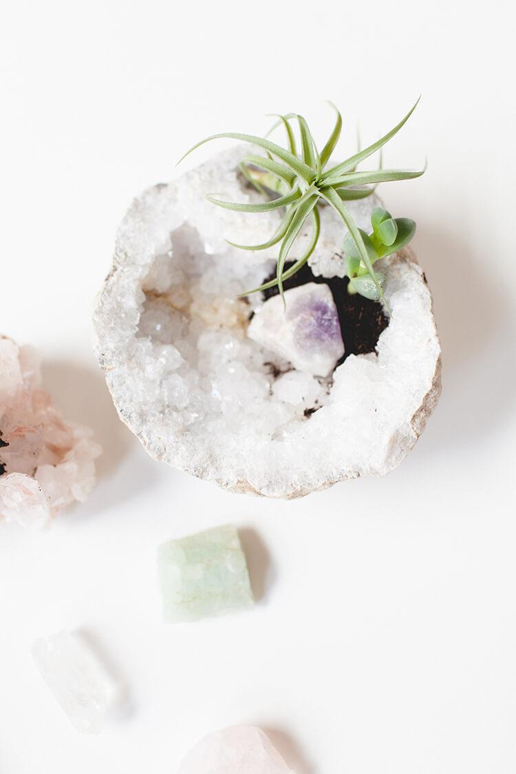Cristal solide avec une touche de verdure